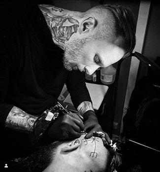 Head-Tattoo